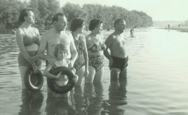 На плаж край река Марица