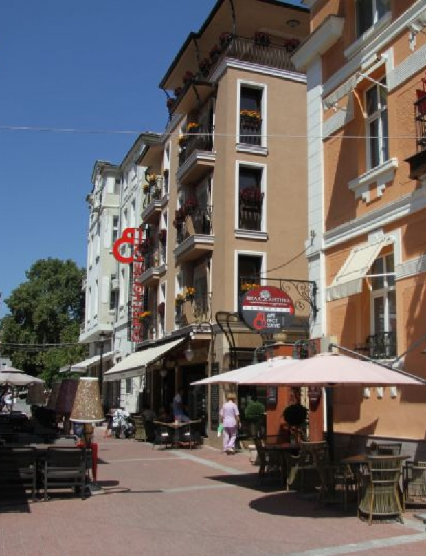 A cultural and culinary walk along the beautiful Gurko Street